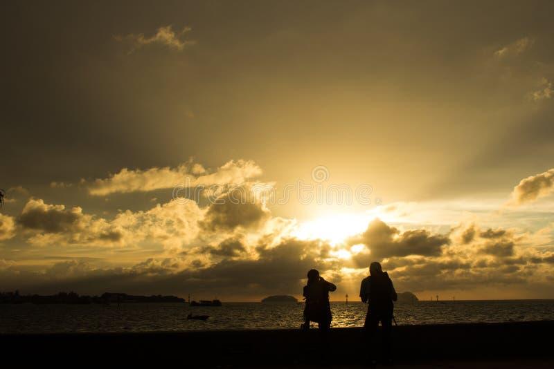 亚庇江边日落 库存图片