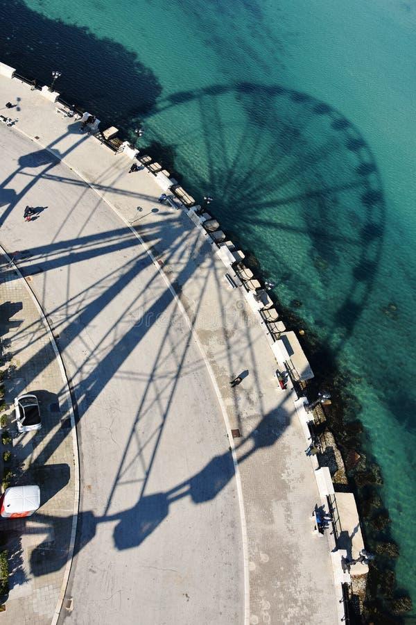 亚得里亚海、lungomare巴里和轮子的阴影 免版税库存图片