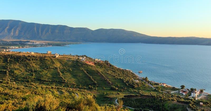 亚得里亚海晚上视图阿尔巴尼亚 库存图片