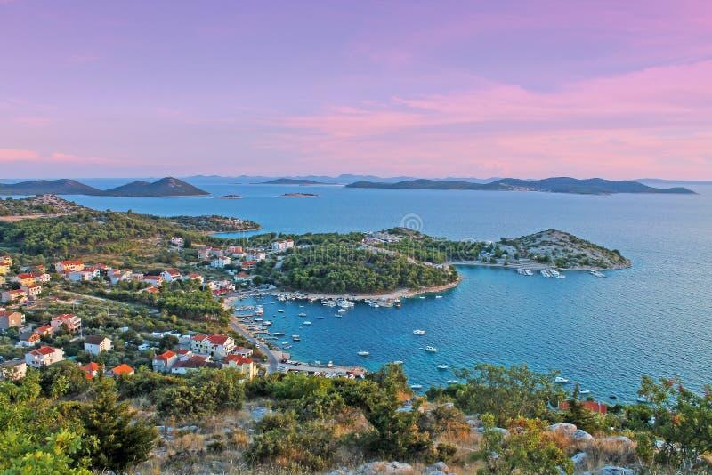 亚得里亚海的海岸克罗地亚看法  免版税库存照片
