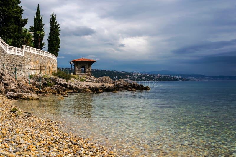 亚得里亚海的海岸在秋天 免版税图库摄影