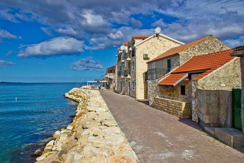 亚得里亚海的bibinje海岸城镇江边 库存图片