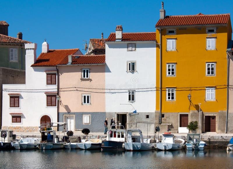 亚得里亚海的cres房子城镇 免版税库存照片