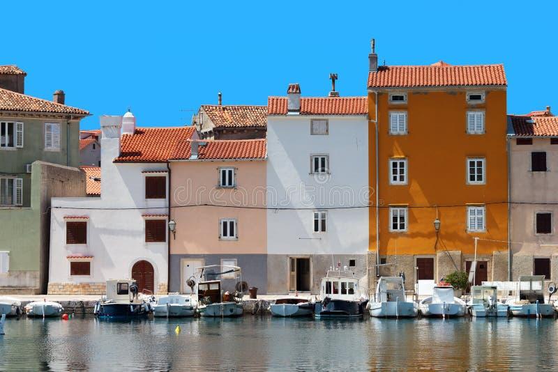 亚得里亚海的cres房子城镇 库存图片