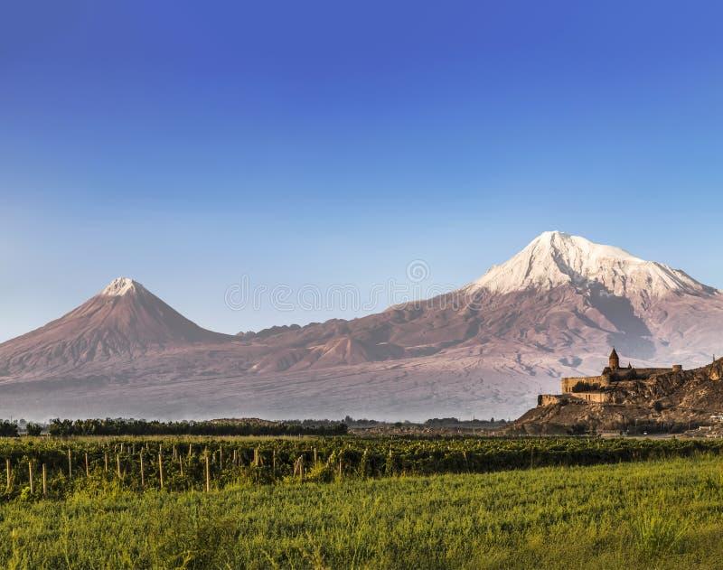 亚拉拉特山看法从亚美尼亚和Khor Virap修道院的  免版税库存图片