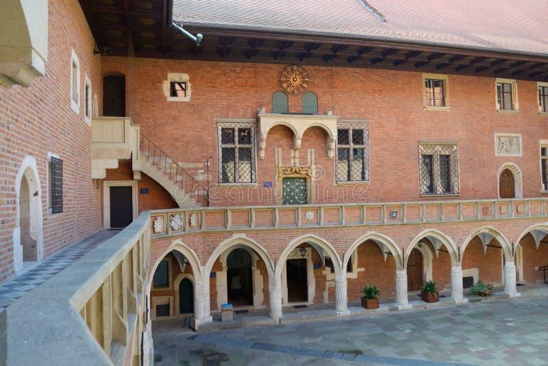 亚捷隆大学庭院在克拉科夫,波兰 免版税库存图片