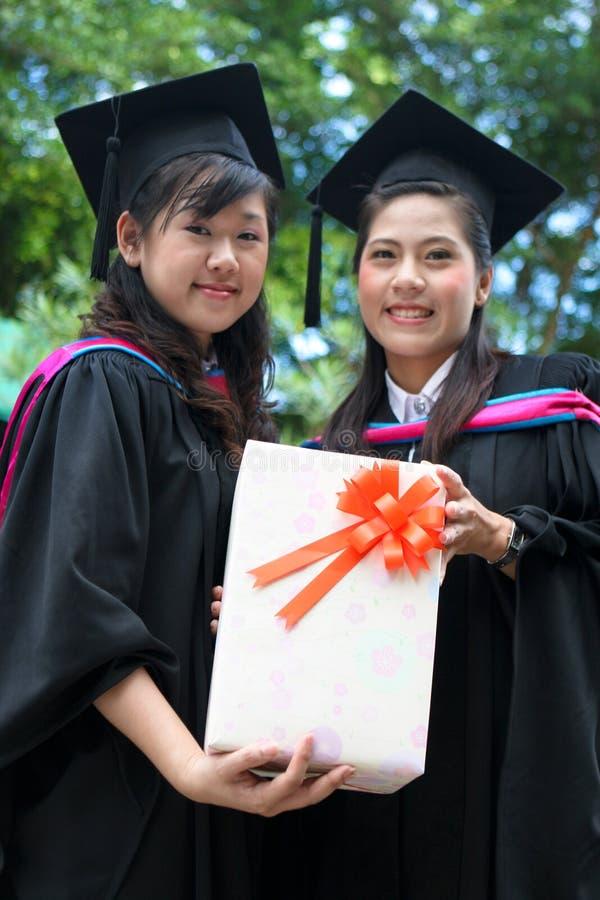 亚洲人毕业大学 库存图片