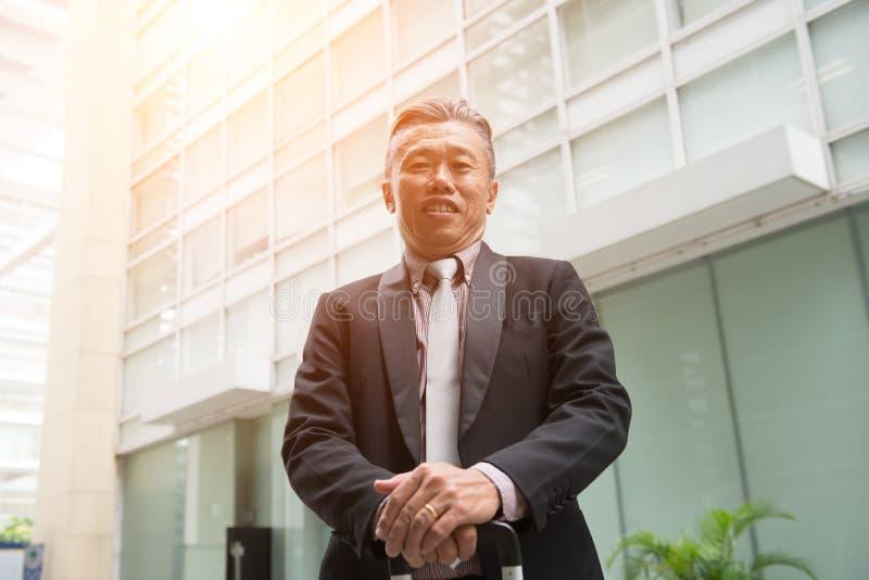 亚洲企业男性室外 免版税库存照片