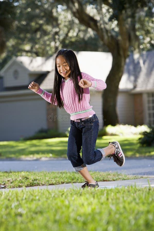 亚洲儿童跳房子使用 免版税图库摄影