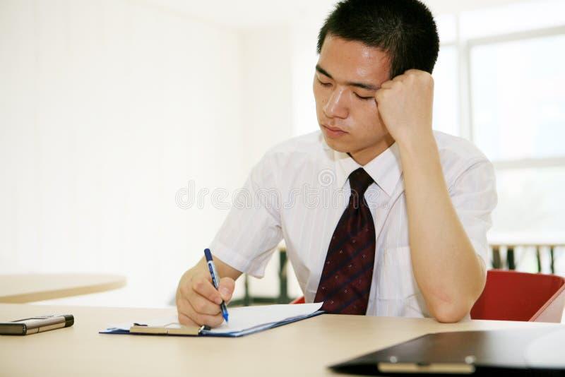 亚洲办公室运作的年轻人 库存照片