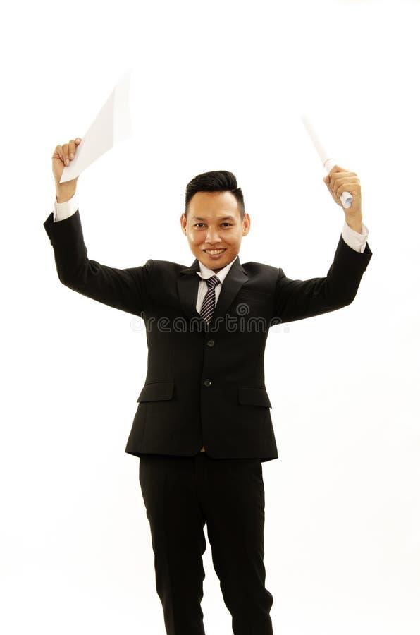 亚洲商人展示文件手中onwhite背景 免版税库存图片
