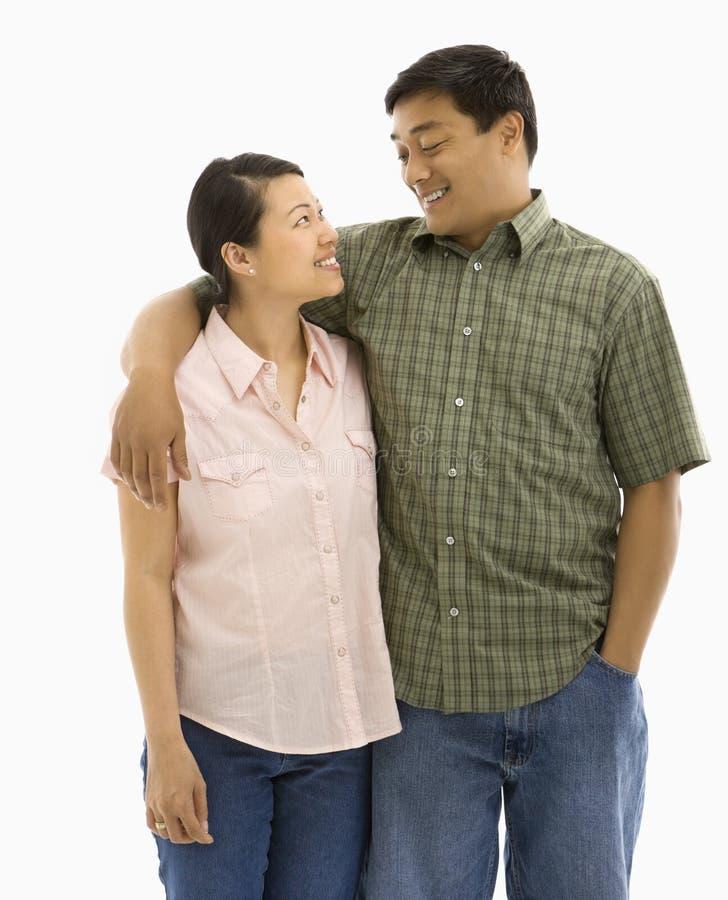 亚洲夫妇微笑 免版税图库摄影