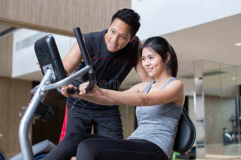 亚洲夫妇锻炼 库存照片