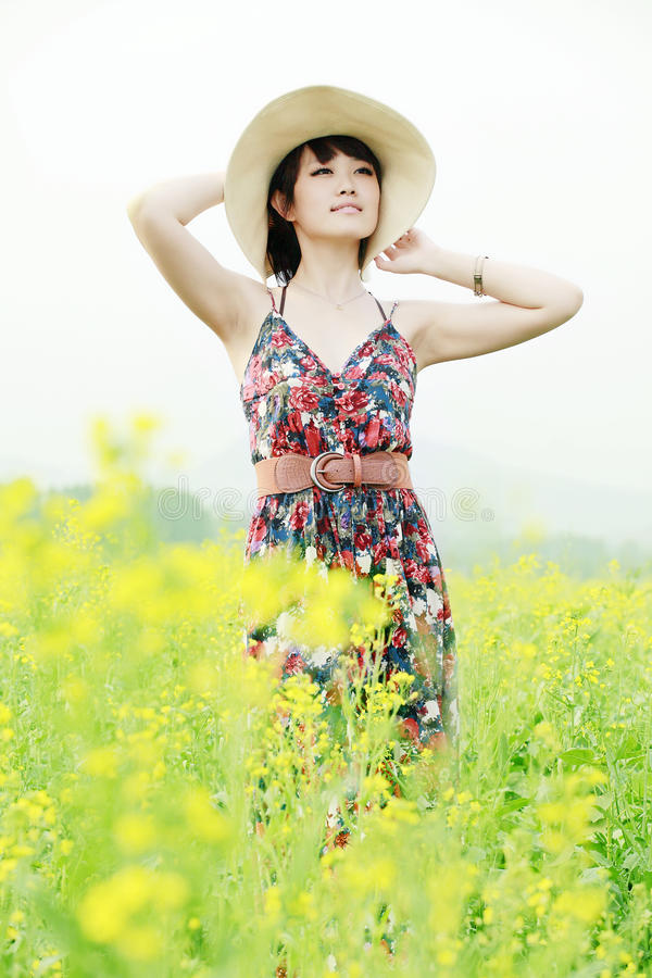 亚洲女孩室外夏天 免版税库存图片