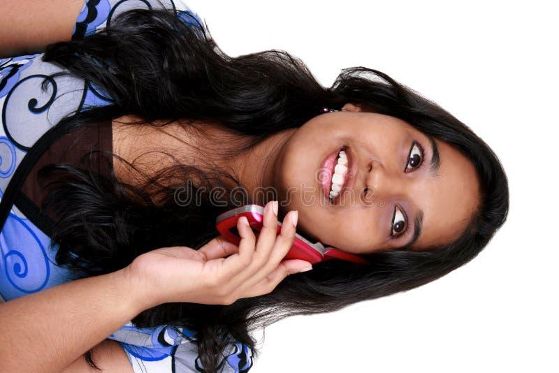 亚洲女孩电话talkin年轻人 库存图片