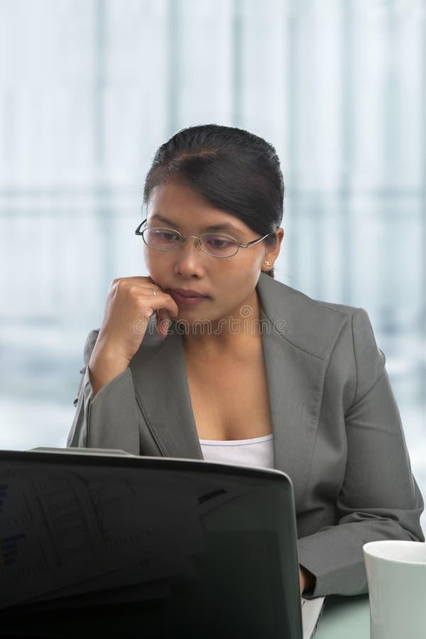 亚洲女实业家办公室 库存照片