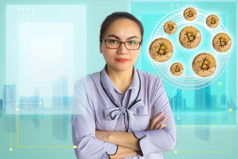 亚洲妇女企业藏品tecnology被咬住的硬币 免版税库存图片