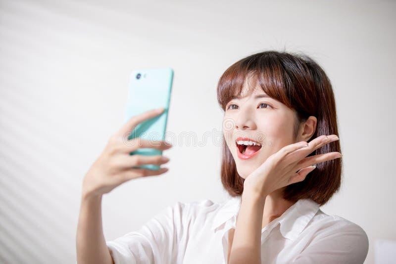 亚洲妇女作为selfie 免版税库存图片