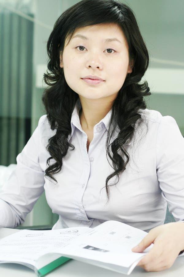 亚洲妇女工作 免版税图库摄影