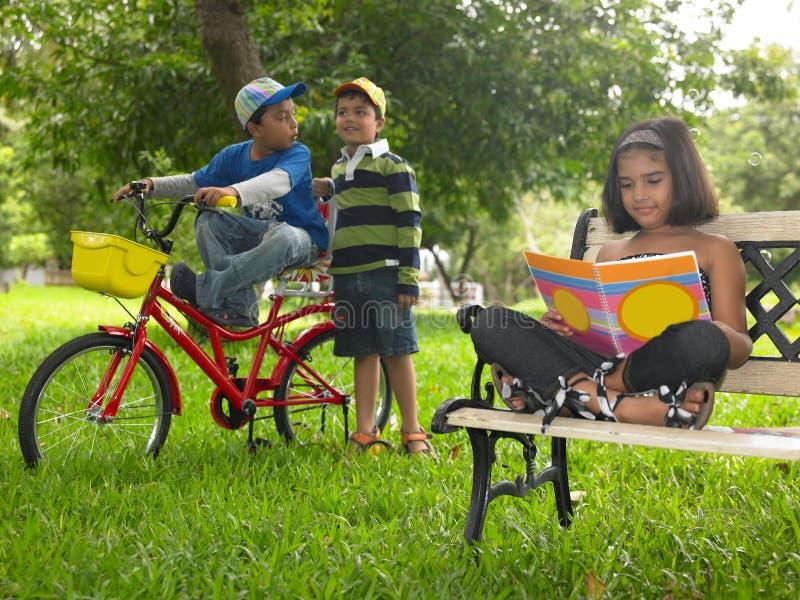 亚洲孩子停放使用 免版税库存图片