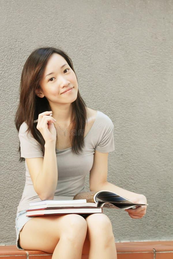 亚洲替换外部学员 免版税库存照片
