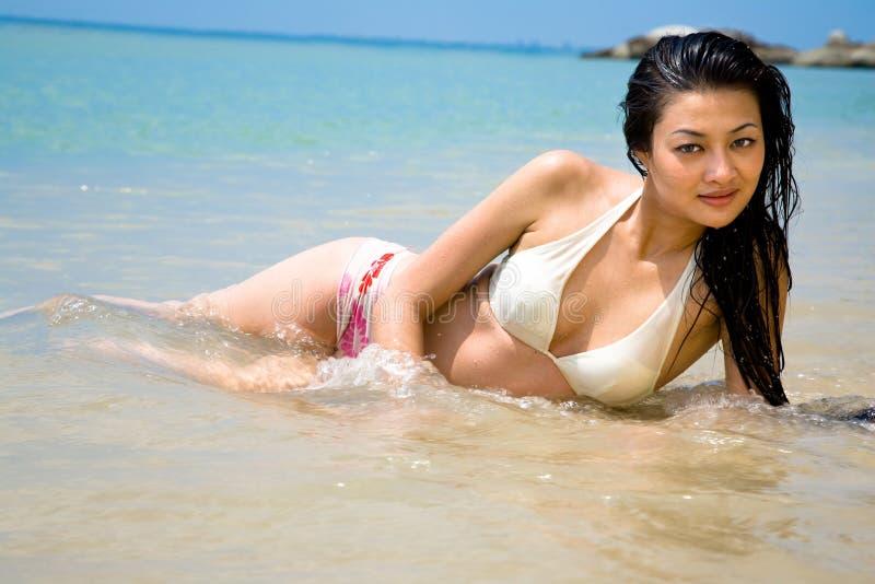 亚洲海滩美丽的妇女 库存图片