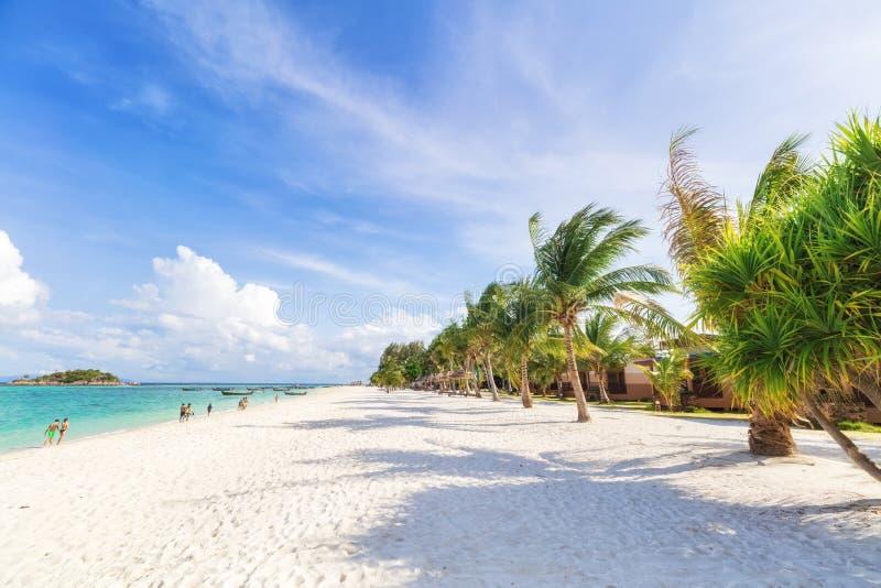 亚洲热带海滩天堂在泰国 免版税库存图片