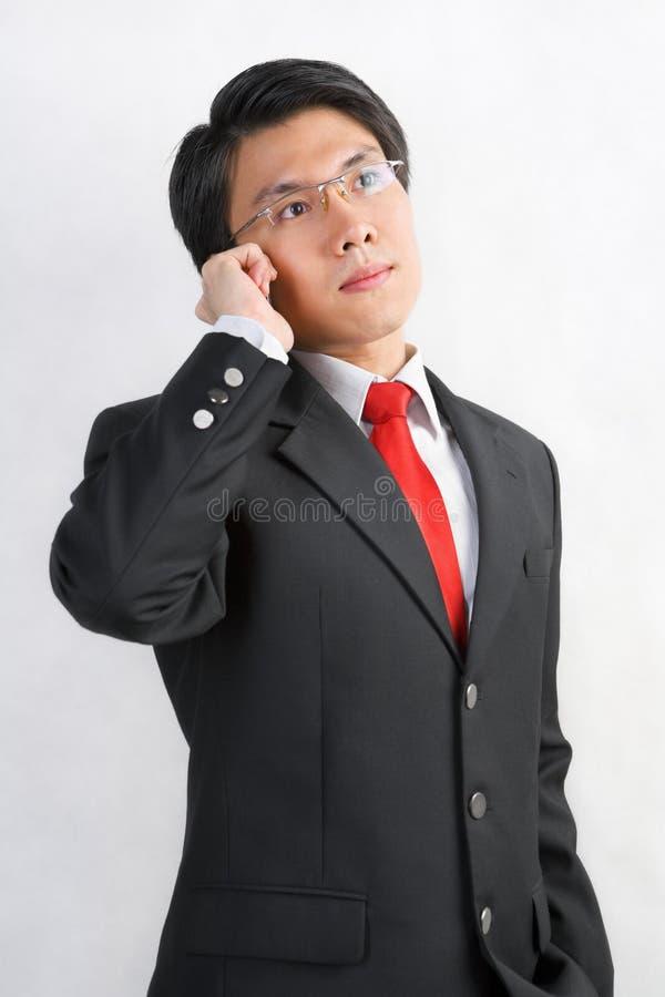 亚洲生意人电话联系 免版税库存图片