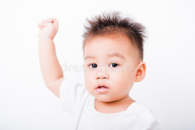 亚洲画象愉快的儿童男孩1年6个月递  库存图片