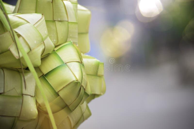 亚洲米饺子是由烹调的米年轻椰子叶子做的一个自然米框在eid穆巴拉克Eid ul Fitr期间 图库摄影