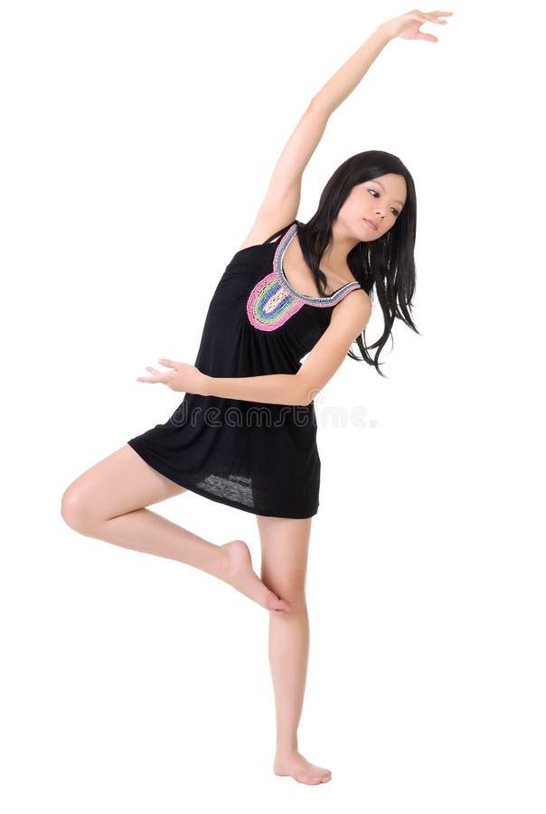 亚洲舞蹈演员摆在 免版税库存图片