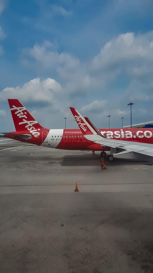 亚洲航空空中客车飞机停放在吉隆坡国际机场2 库存图片
