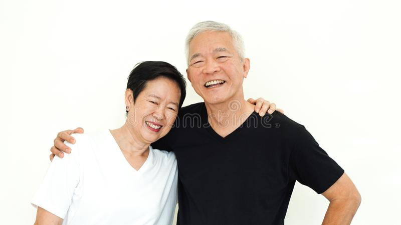 亚洲资深夫妇愉快的一起表示白色背景 免版税库存图片