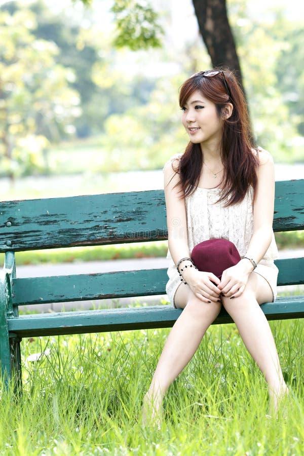 亚洲逗人喜爱的女孩纵向 免版税库存图片