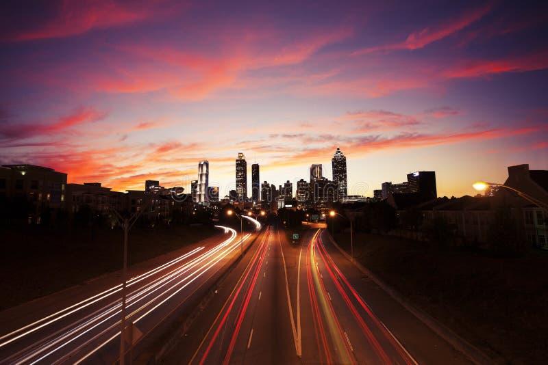 亚特兰大街市在黄昏 免版税库存图片