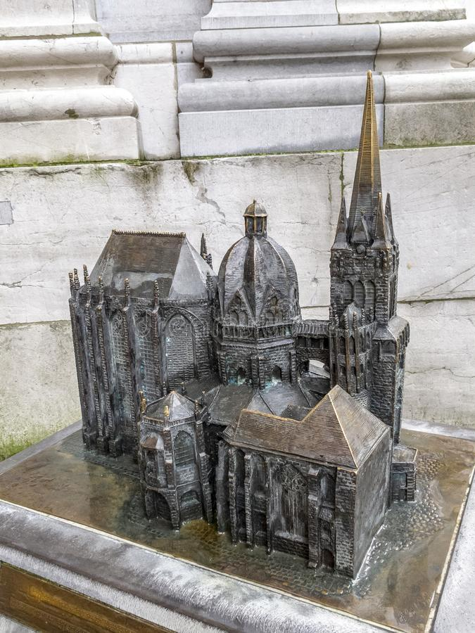 亚琛主教座堂古铜色模型在德国 免版税库存照片
