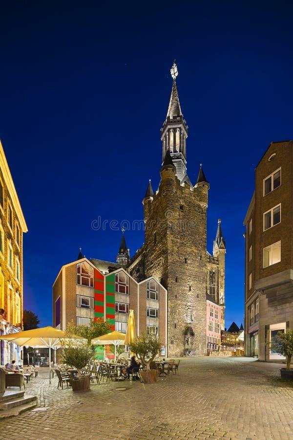 亚琛城镇厅在晚上,德国 库存图片