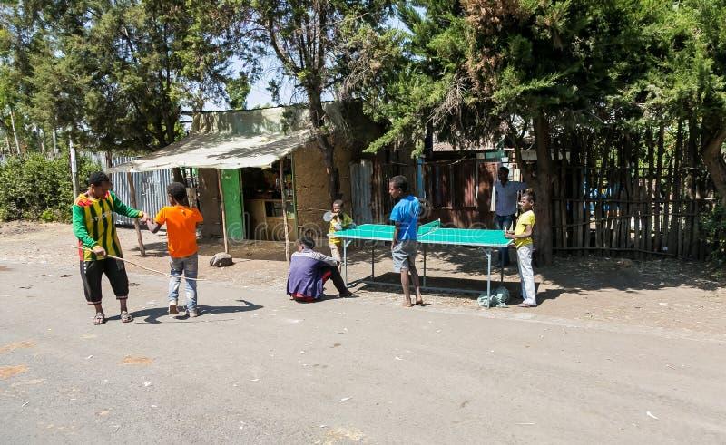 亚的斯亚贝巴,埃塞俄比亚, 2014年1月30日,小组少年使用 库存照片
