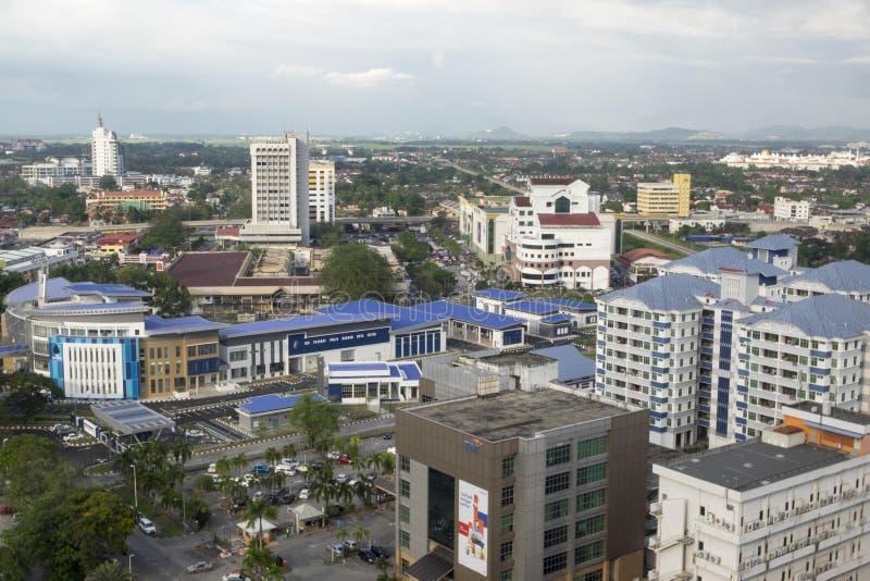 亚罗士打,马来西亚, 2018年1月9日:亚罗士打镇鸟瞰图都市风景位于北马来西亚半岛 免版税库存图片