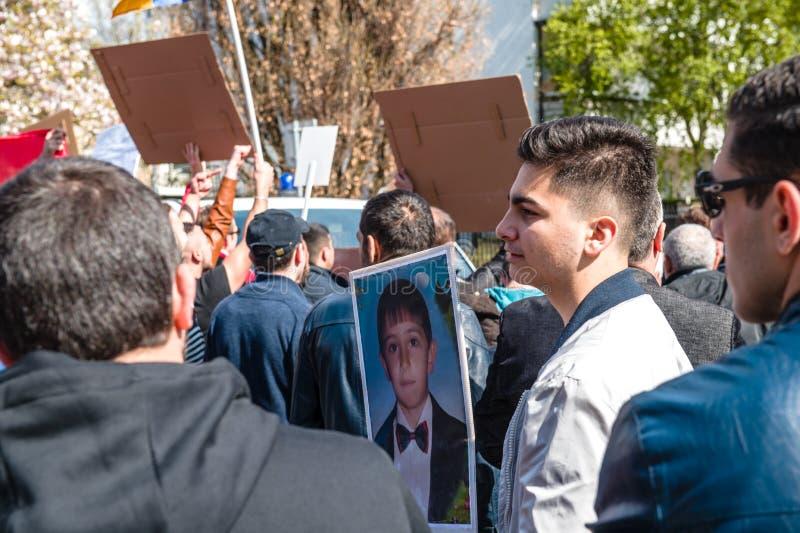 亚美尼亚犹太人散居地抗议阿塞拜疆使馆外 免版税库存图片