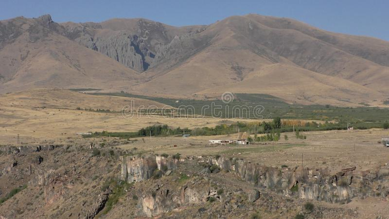 亚美尼亚,阿拉加措特恩省省 Aramount的秋天颜色 库存图片