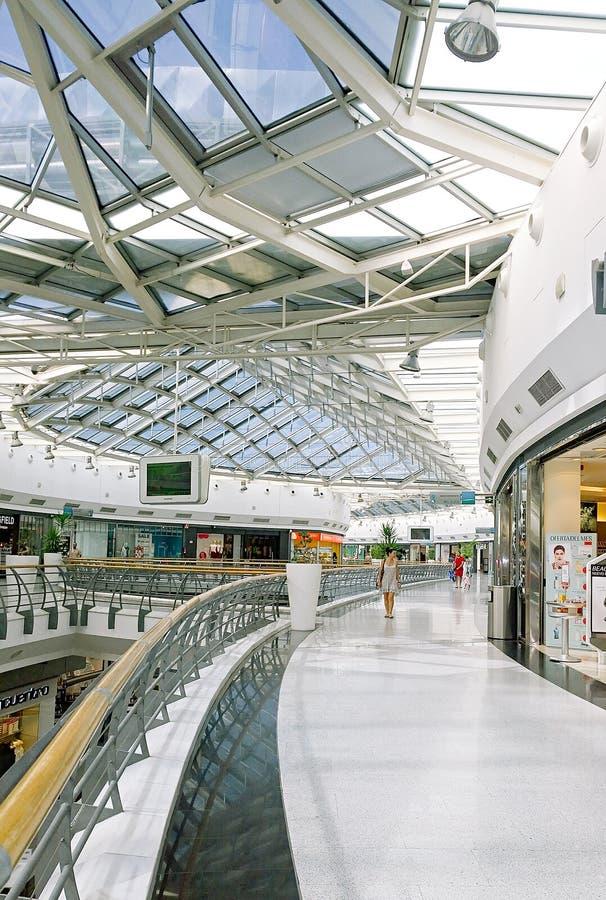亚耳苏尔购物中心 成熟购物妇女 库存照片