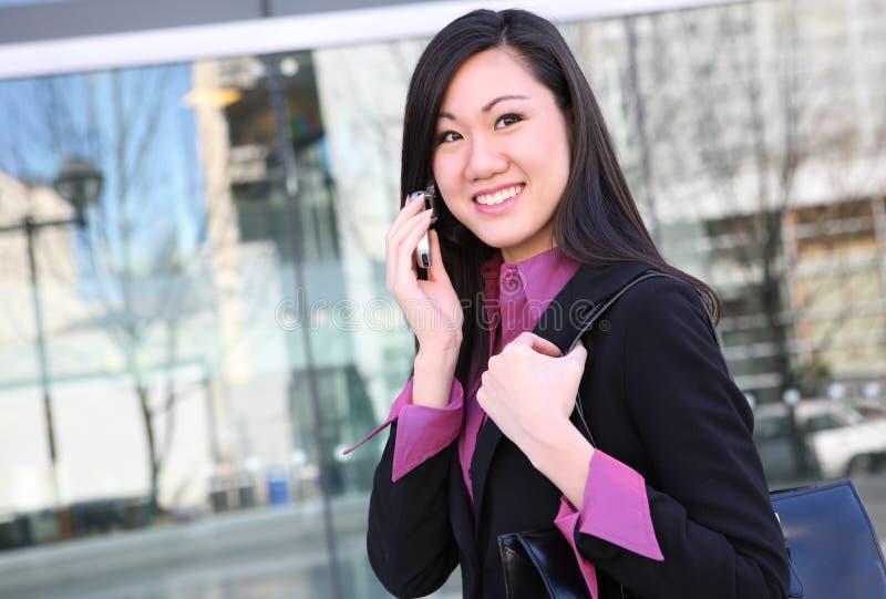 亚裔企业电话妇女 免版税图库摄影