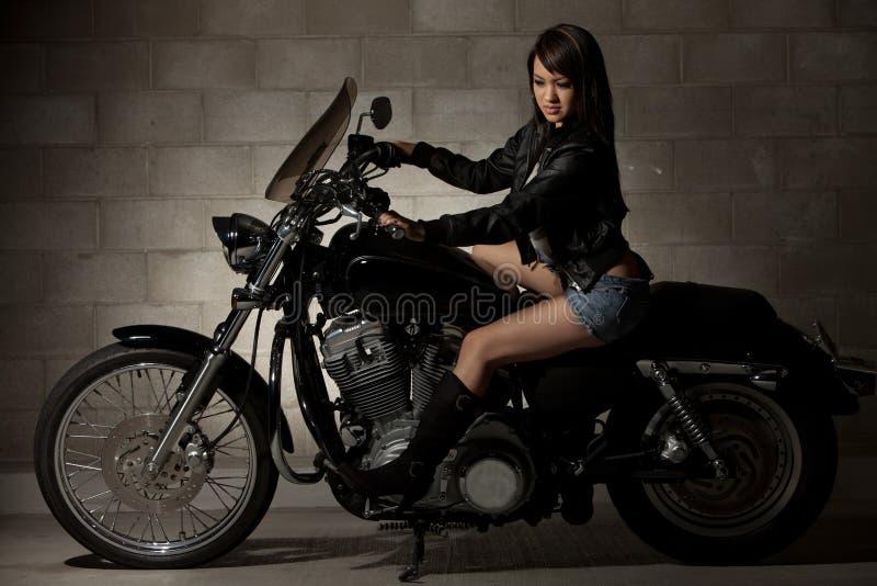亚裔可爱的性感的二十妇女 免版税库存图片
