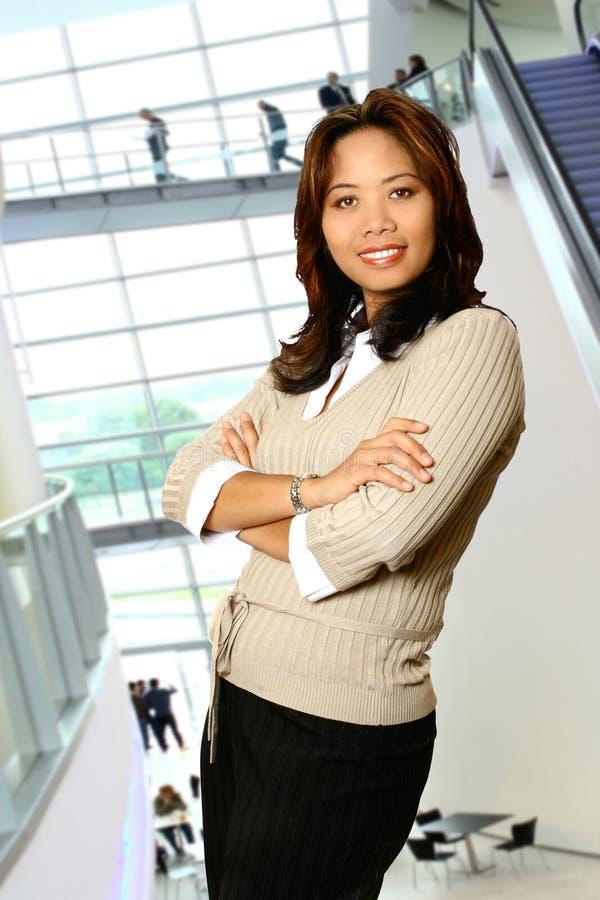 亚裔大厦妇女 免版税库存照片