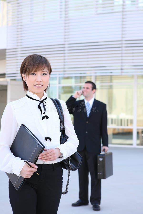 亚裔大厦营业所俏丽的妇女 免版税库存照片