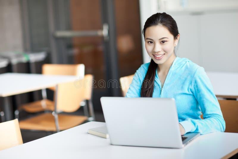 亚裔大学生 免版税库存图片