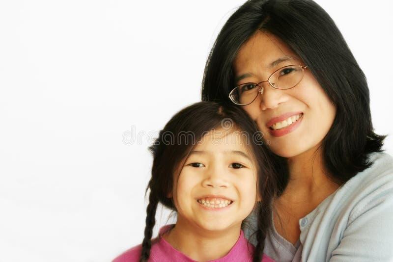 亚裔女儿她的母亲 库存照片