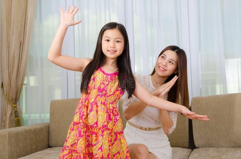 亚裔女儿母亲 免版税图库摄影