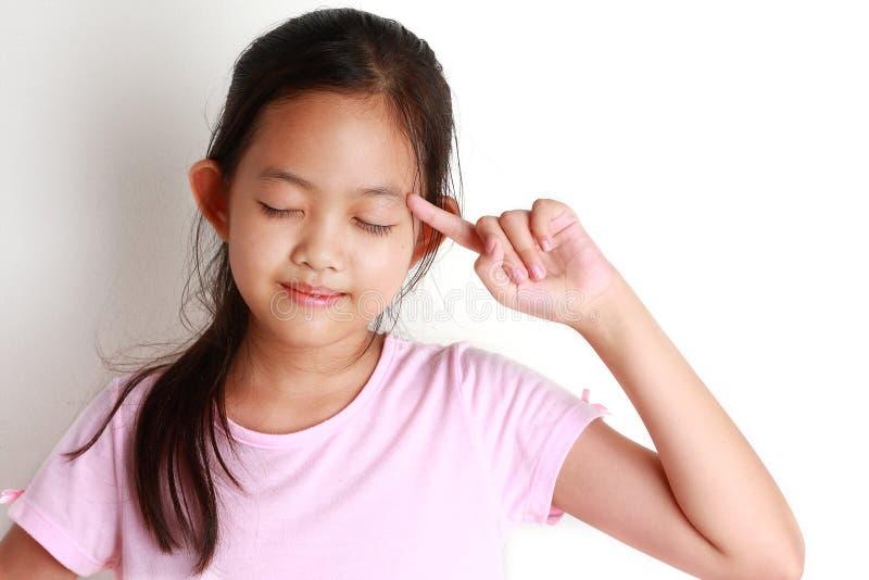 亚裔女孩使用想法 图库摄影
